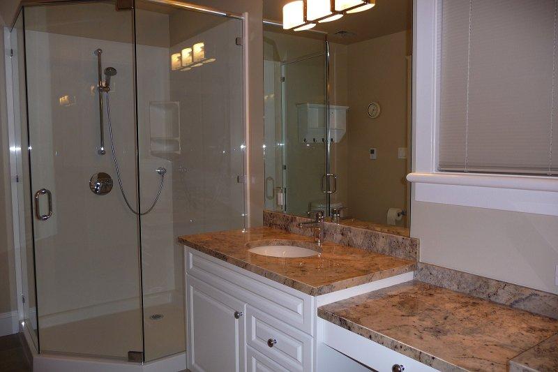 Edmonton bath products bathroom renovations edmonton for Bathroom decor edmonton